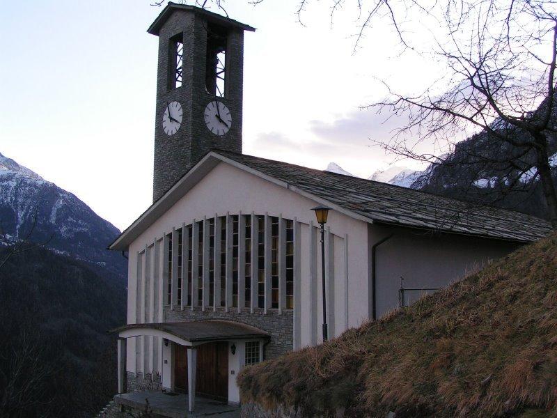 Kirche der Gemeinde Embd von vorne
